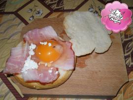 Oua in cuib de paine